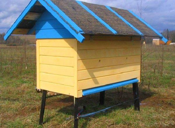 Bagaimana untuk membuat sarang lebah untuk lebah sendiri